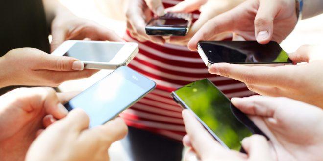 Benarkah Kecanduan Smartphone Bisa Membuat Otak Remaja Rusak?