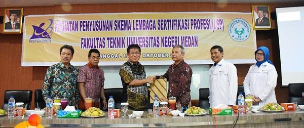 Rektor Sahkan SK Lembaga Sertifikasi Profesi UNIMED
