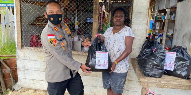 Senyum dan Sentuhan Sanika Satyawada Alumni Akpol Tahun 2000, Pembagian Sembako Serentak oleh Kapolres Deiyai Polda Papua